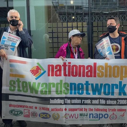 İngilterede sağlık çalışanları koruyucu ekipman eksikliğini protesto etti: Doğru düzgün korunmaya ihtiyacımız var