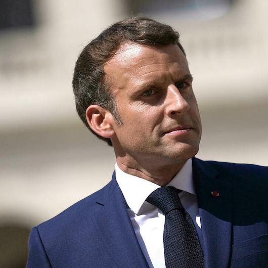 Macron Hitler'e benzetildiği afişlerle tahammül edemedi: Suç duyurusunda bulundu