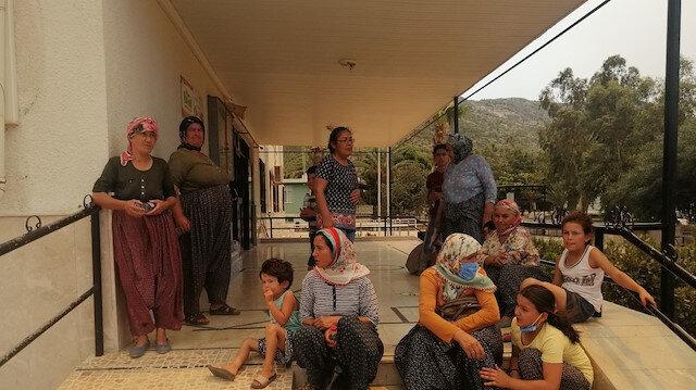 Silifke'de evlerinden tahliye edilenler okullara yerleştiriliyor
