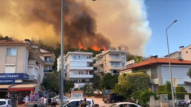 Marmaris'te korkutan orman yangını: Alevler yerleşim yerine 100 metre kadar yaklaştı