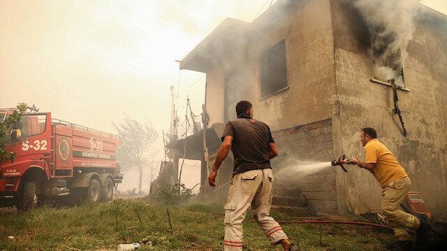 Manavgat ve Akseki'deki orman yangınlarına havadan ve karadan müdahale sürüyor