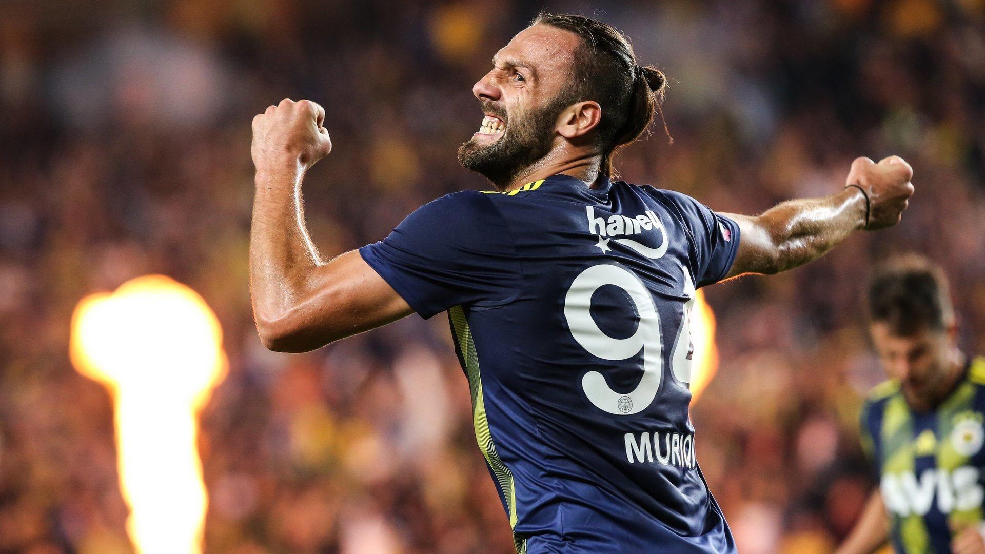 Fenerbahçe formasıyla çıktığı 36 maçta 17 gol atmıştı.