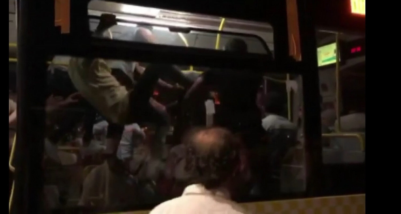 Kavga cep telefonu kamerasına saniye saniye kaydedildi.