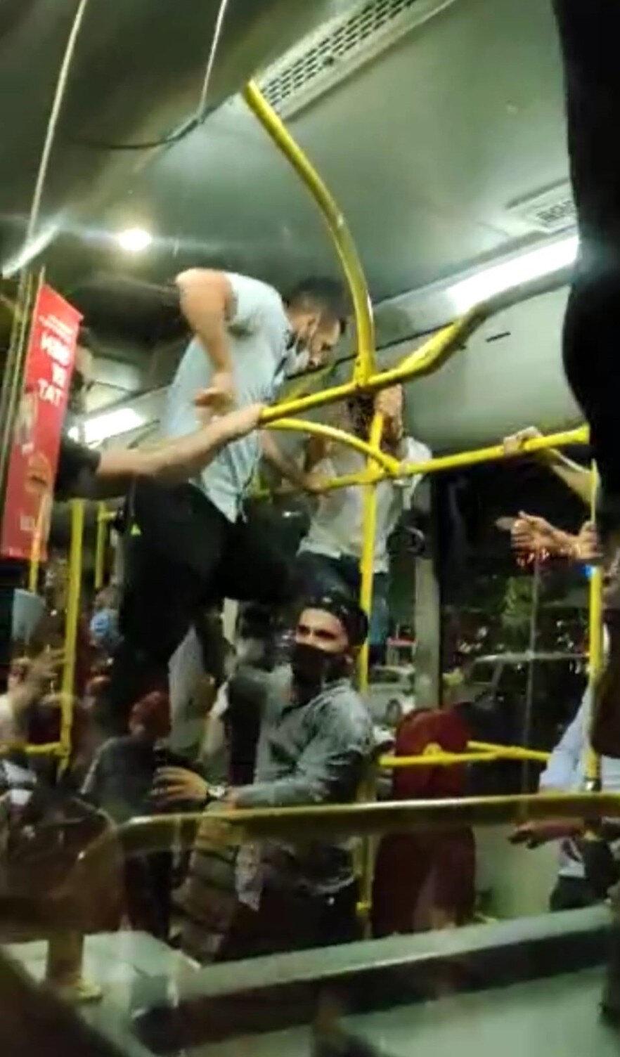 Diğer yolcular büyük panik yaşadı.
