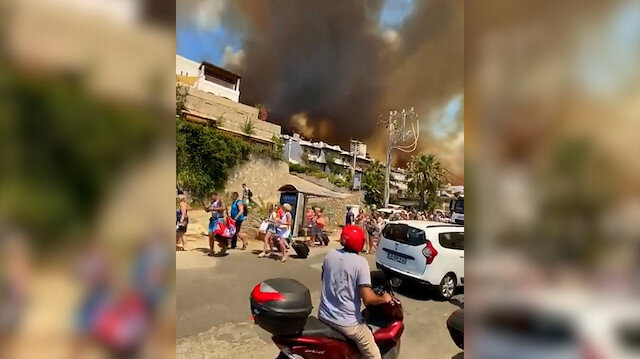 Bodrum'da alevler kısa sürede yayıldı: Oteller tahliye ediliyor