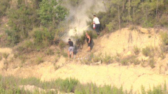 Alevler mahalleye yaklaşınca vatandaşlar yangın söndürme tüpüyle müdahale etti