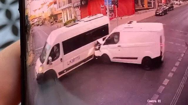 Ümraniye'de servis minibüsü ile ticari minibüs kaza yaptı: Bir ölü beş yaralı var