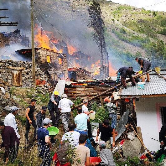 Artvin Yusufeli'de yangın: 10'a yakın ev alevlere teslim oldu