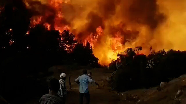 Denizli Kızılcabölük'te yangın alarmı: Alevler metrelerce yükseldi