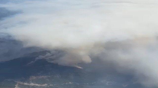 Manavgat'taki yangın yolcu uçağından kameraya yansıdı
