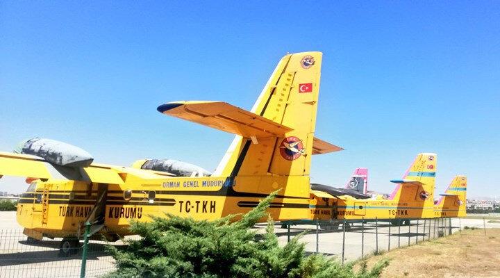 THK'nın CL-215 tipi yangın söndürme uçakları.