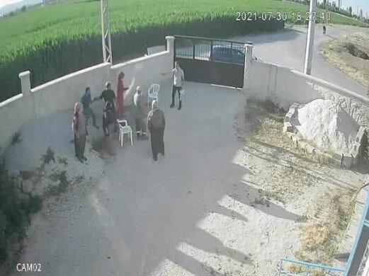 Mehmet Altun, bahçede aile fertleriyle bir süre konuştuktan sonra poşetten çıkardığı tabancayla ateş etti.