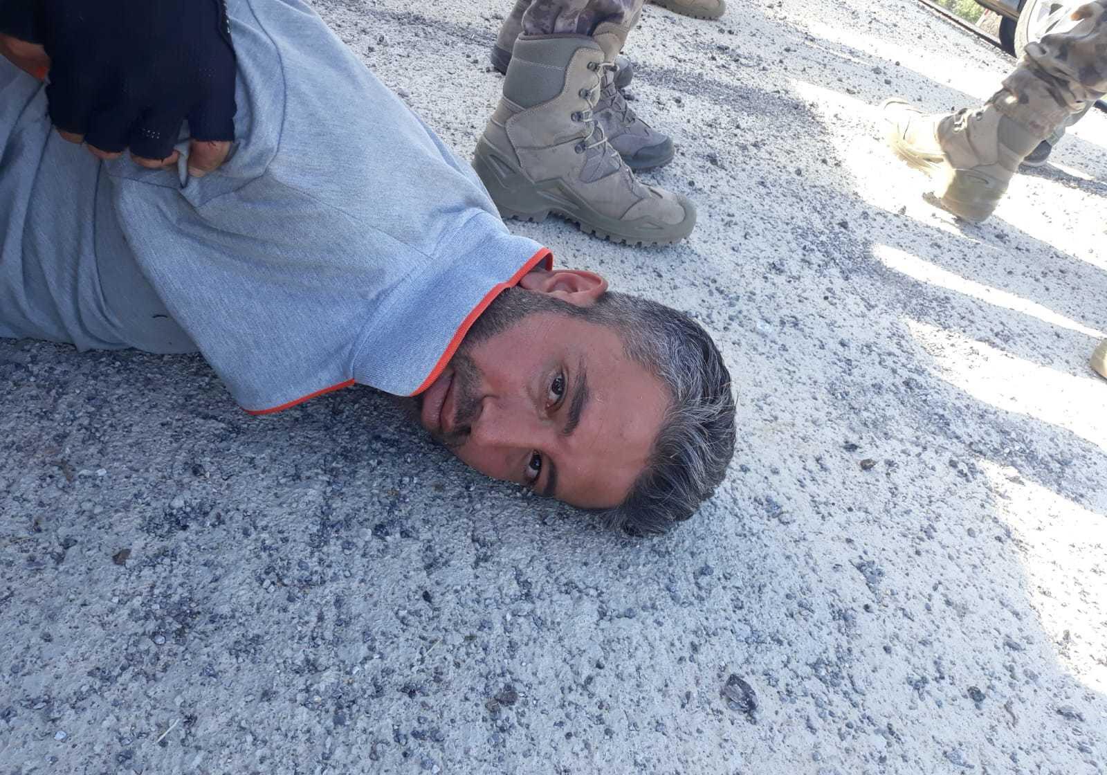 Mehmet Altun (33), saklandığı Bozkır ilçesinde arazi taraması yapan Özel Harekat ekipleri tarafından mezarlıkta yakalandı.