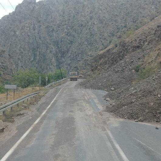 Artvin-Erzurum karayolunda heyelan: Ulaşıma kapandı