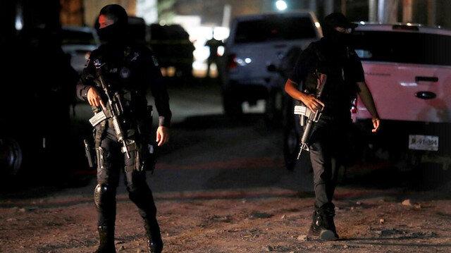 Meksika'da silahlı saldırganlar partiyi bastı: Sekiz kişi hayatını kaybetti