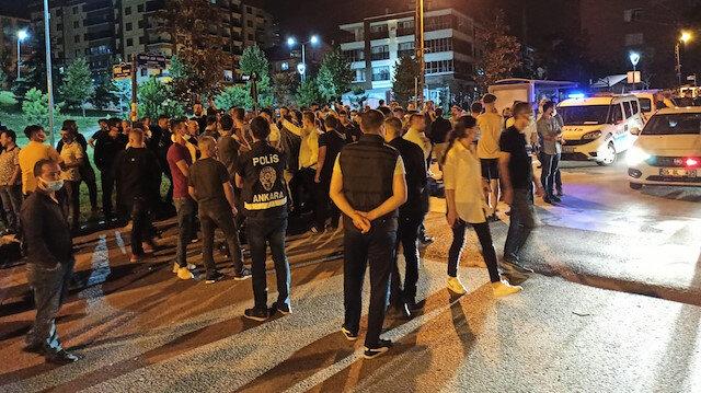 Ankara'da tehlikeli gerginlik: İki kişi bıçaklandı 100 kişilik grup işyerleri ve araçlara zarar verdi