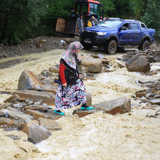 İçişleri'nden sel bölgesindeki vatandaşlara uyarı: Güvenli bölgeleri terk etmeyin
