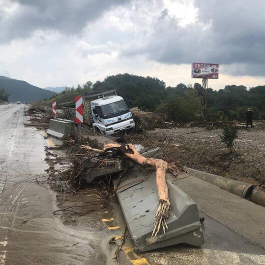 İçişleri Bakan Yardımcısı İsmail Çataklı: Bartın'da aşırı yağışlar nedeniyle sel ve heyelanlar meydana gelmiş bir vatandaşımız kaybolmuştur