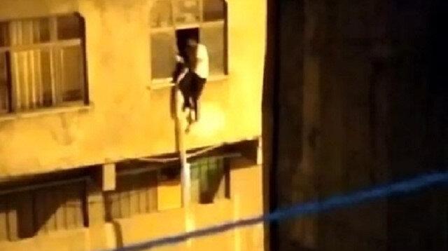 Kaçak göçmenler pencereden sarkıttıkları çarşafla polisten kaçmak istediler