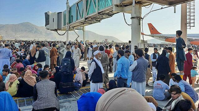 Devlet televizyonunu ele geçiren Taliban'dan halka 'sakin olma' çağrısı