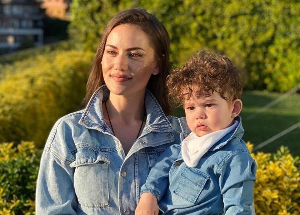 Fahriye Evcen ve oğlu Karan Özçivit