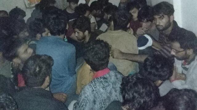 Van'daki iki evde 115 kaçak Afgan yakalandı