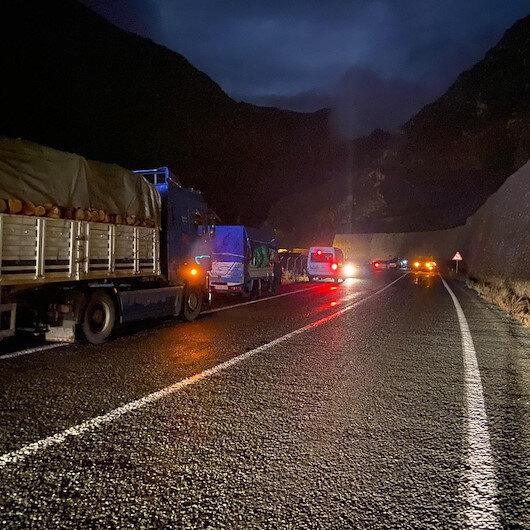 Artvin - Yusufeli karayolu heyelan nedeniyle ulaşıma kapandı