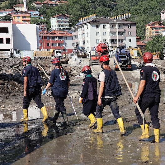 Kastamonu'da sel felaketi sonrası kayıp ihbarı yapılan 10 kişiyi arama çalışmaları sürüyor
