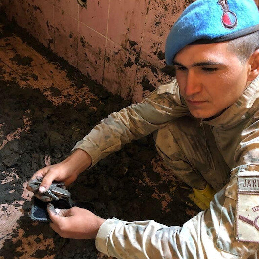 Bozkurt'ta temizleme çalışmaları sürüyor: Buldukları eşyalar komandoları duygulandırdı