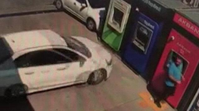 Ankara'da kontrolden çıkan otomobil, ATM'ye ok gibi saplandı