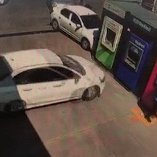 Ankarada kontrolden çıkan otomobil, ATMye ok gibi saplandı