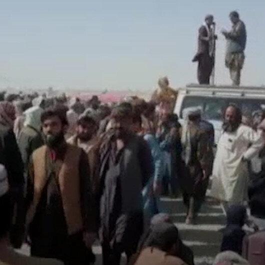 Pakistan sınırında yoğunluk: Ülkelerinden ayrılmak isteyen Afganlılar akın ettiler