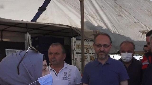 Afet bölgesindeki vatandaştan Bakan Karaismailoğlu'na teşekkür: Köye bile tüm hizmetler geldi anlatırken duygulanıyorum