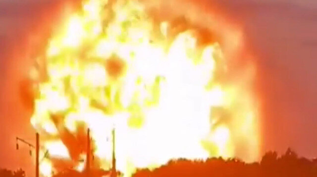 Kazakistan'daki askeri mühimmat deposunda şiddetli patlama: Alevler gökyüzüne yükseldi