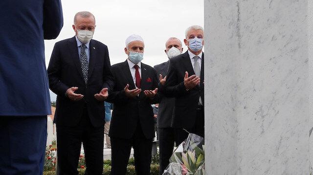 Cumhurbaşkanı Erdoğan Aliya İzetbegoviç'in kabrinde dua etti