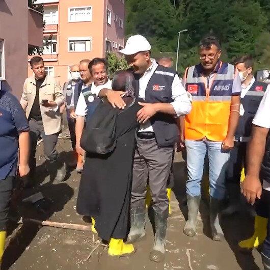Kastamonu'da Bakan Kurum'a ağlayarak sarılan afetzede: Babam olsa o kadar sahip çıkardı