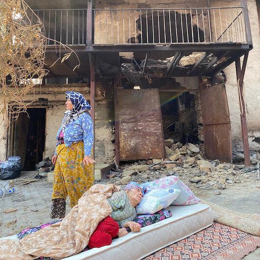 Fatma Teyzenin yanan evini Demet Akalın yaptırıyor: Evin girişine Demet Akalın Sevgi Evi yazdıracağım