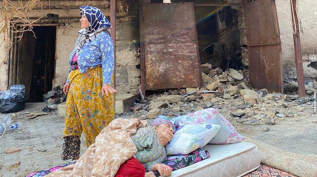 Fatma Teyze'nin yanan evini Demet Akalın yaptırıyor: Evin girişine 'Demet Akalın Sevgi Evi' yazdıracağım