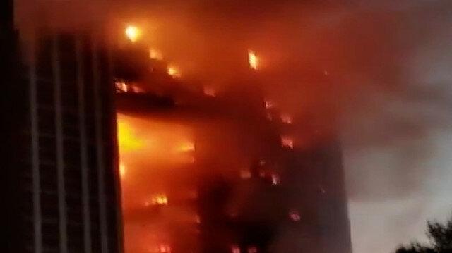 Çin'de gökdelen yangını: Alevler binayı sardı