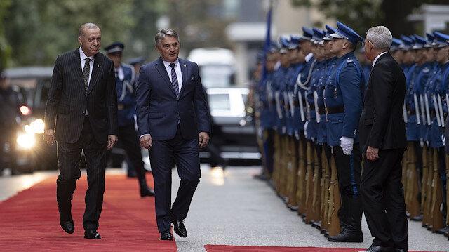 Cumhurbaşkanı Erdoğan Bosna-Hersek'te resmi törenle karşılandı