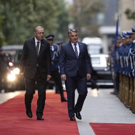 Cumhurbaşkanı Erdoğan Bosna-Hersekte resmi törenle karşılandı