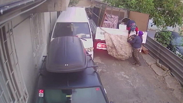 Sarıyer'de 250 kiloluk otomobil motorunu çalan hırsızlar kamerada
