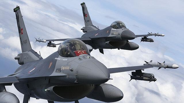 Polonya semalarında uçan Türk F-16'ları göz doldurdu