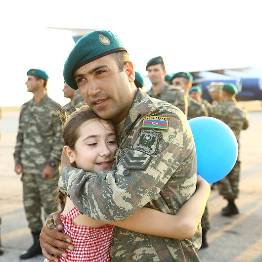 Afganistanda görev yapan Azerbaycan askerleri Baküye döndü