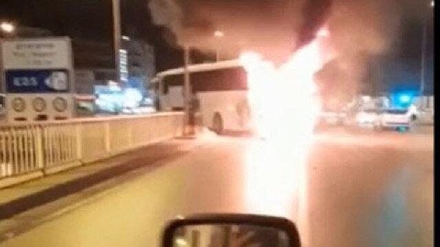 Denizli'de seyir halindeki yolcu otobüsü alev alev yandı