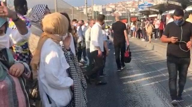 İstanbullunun İETT çilesi bitmiyor: Metrobüs bu kez Ayvansaray'da arıza yaptı