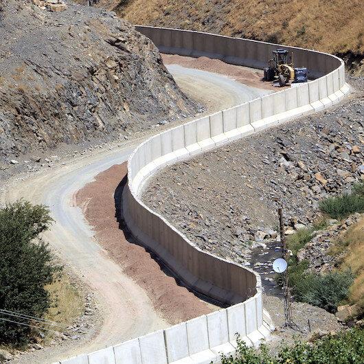 İran sınırına 43 kilometre beton duvar örüldü