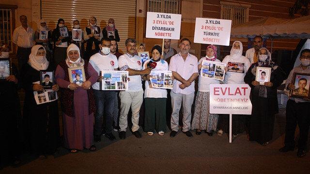 Evlat nöbeti gece de devam ediyor: PKK tehdit ediyor ama korkmuyoruz
