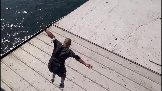 Tık uğruna canını hiçe saydı: Galata Köprüsü'nden gemiye atladı
