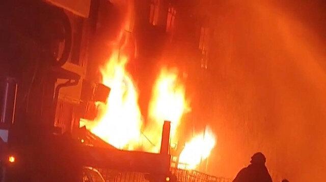 İkitelli'de kolonya ve dezenfektan üretimi yapan iş yerinde yangın: Ekiplerin müdahalesi sürüyor